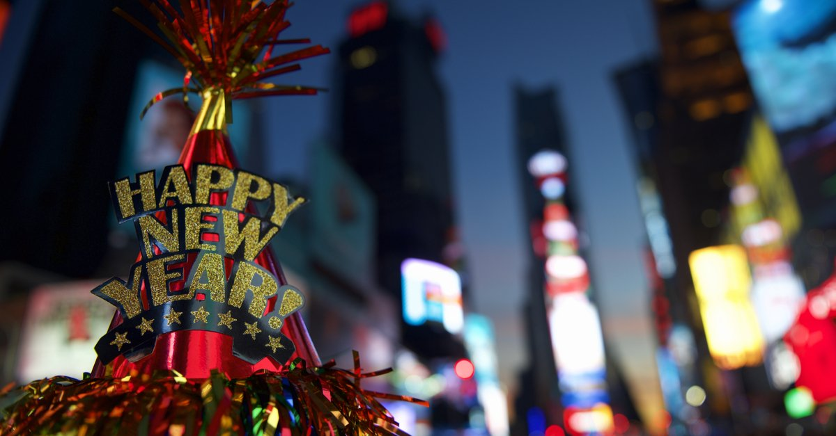 Happy New Year hat with colorful decoration in Times Square-img (1)