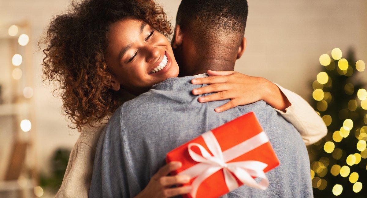 Happy holidays- Thankful afro woman-img (1)