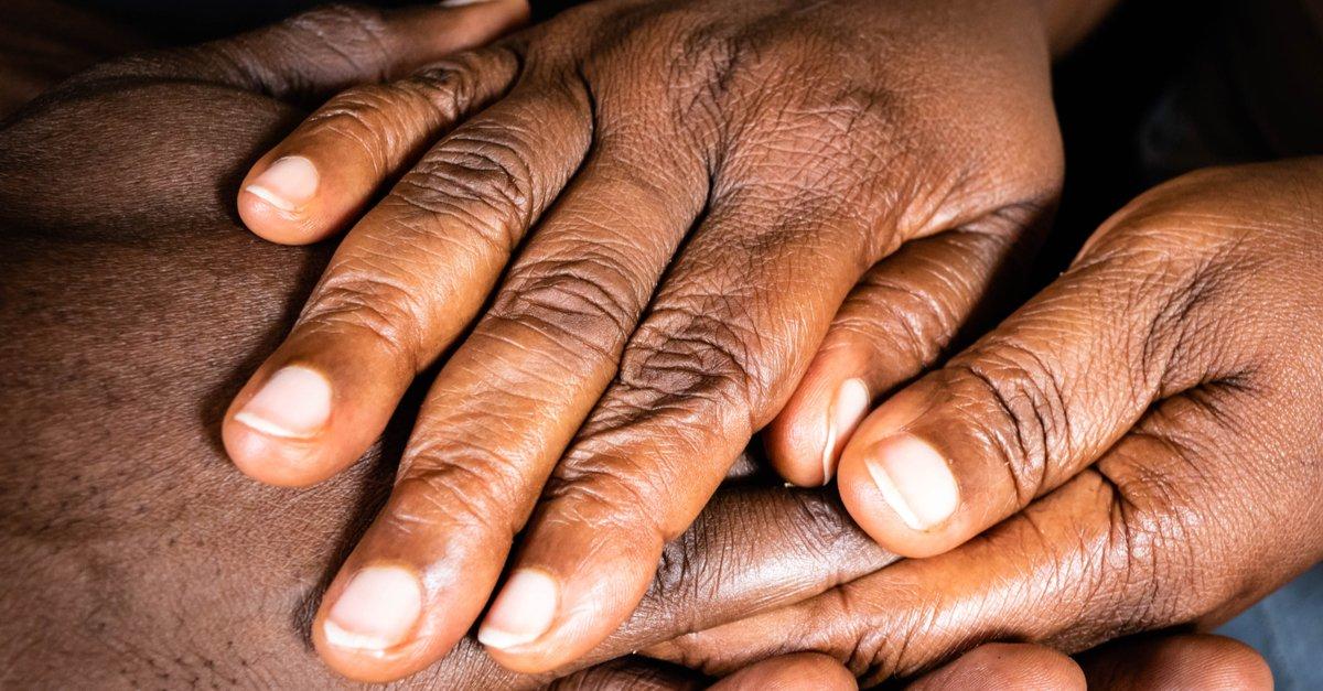 Wrinkled Hands of an elderly black woman-img (1)