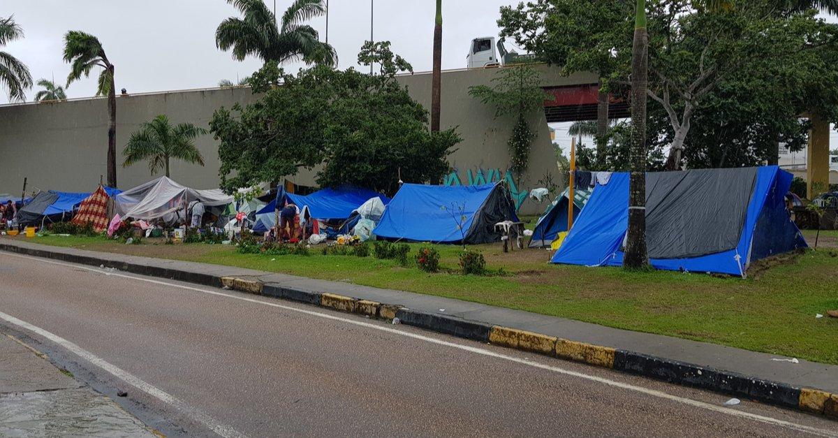 hundreds of Venezuelans in camp-img (1)